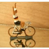 Figurine cycliste : maillot allemand bras levés